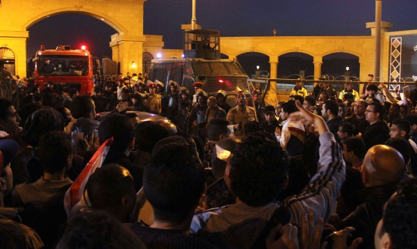22 души загинаха при сблъсъци между ултраси и полиция в Египет