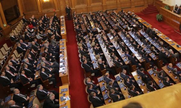 Парламентът ще бистри пенсионните фондове