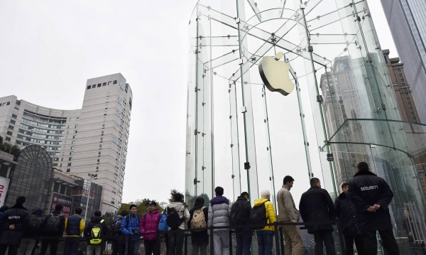 Apple с нова рекордна пазарна оценка