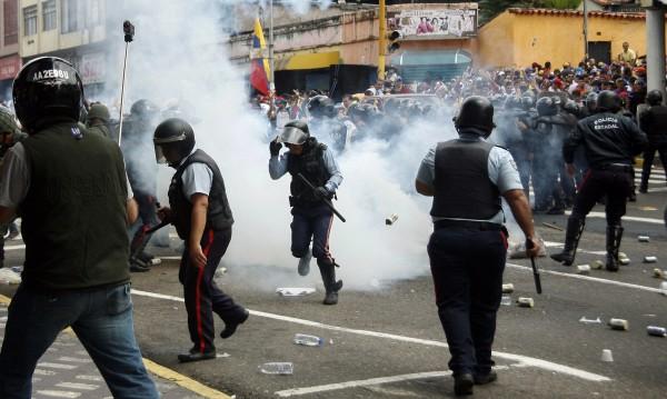 Насилие във Венецуела при демонстрации на годишнината от кървавите протести