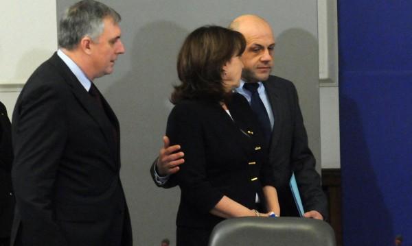 Бъчварова с лично мнение: Рано е за смяна на министри