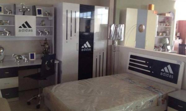 Социални разни: бургаски мебели Adidas и шантави руснаци