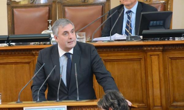 Калфин към Горанов: Трябват още обяснения за дълга!