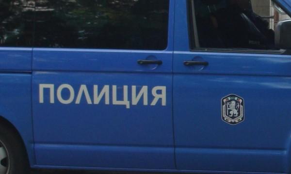 Сигнал за бомба опразни мол в София