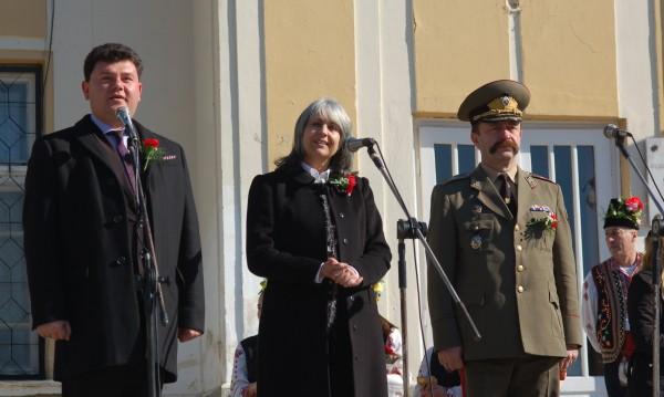 С вино, рози и под патронажа на вицепрезидента отбелязаха Трифон Зарезан в Сухиндол