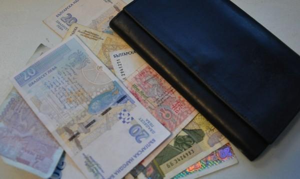 Двама благоевградчани дадоха близо 8 бона на ало измамници