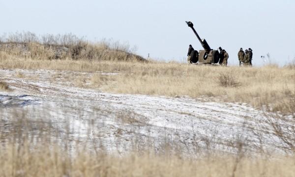 Сепаратистите в Луганск вече изтеглят тежкото си оръжие