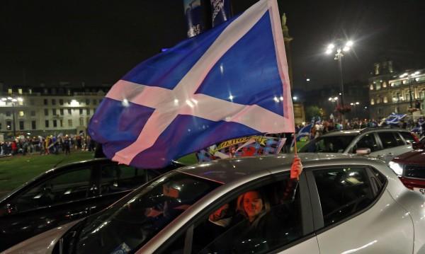 Шотландия се отцепи, но в интернет