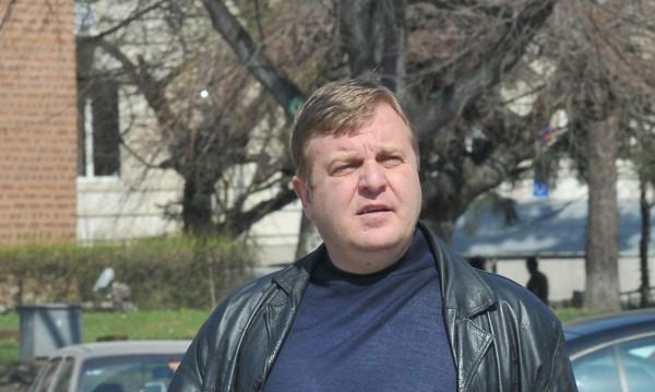 Шофьорът, блъснал колата на Каракачанов – и без книжка