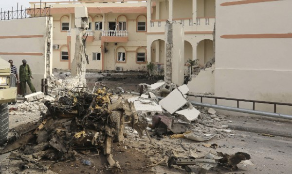 Двайсет души бяха убити при нападение срещу хотел в сомалийската столица