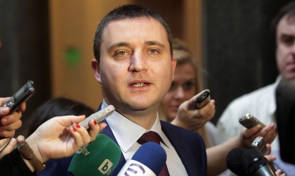 Горанов: Не вземем ли заема, идва гръцки сценарий