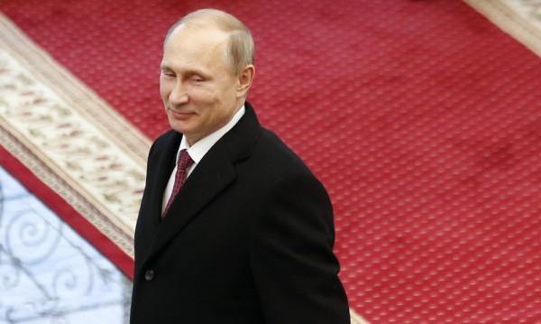 Путин си възвръща влиянието върху народната любов