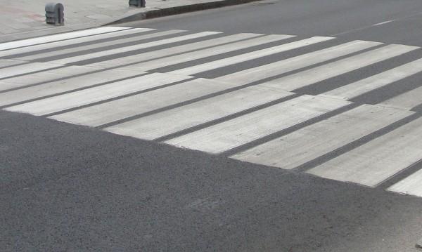 Шофьор блъсна 17-годишна на пешеходна пътека в Димитровград
