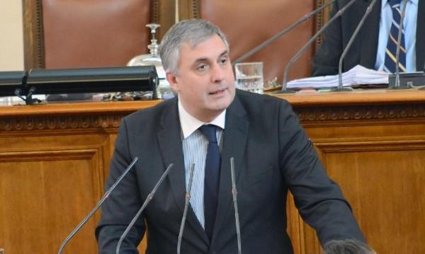 Калфин готов за оставка заради дълга, уведомил Борисов