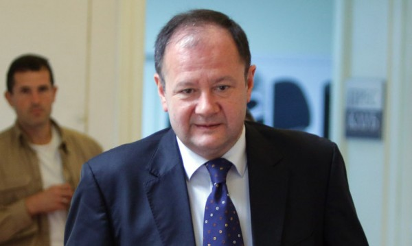 БСП увещава с писмо Плевнелиев за вето за дълга