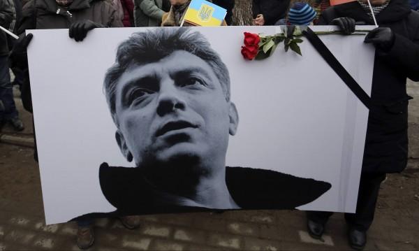 Русия проверява три версии за убийството на Немцов