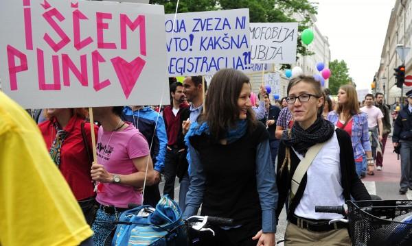 Словения легализира еднополовите бракове