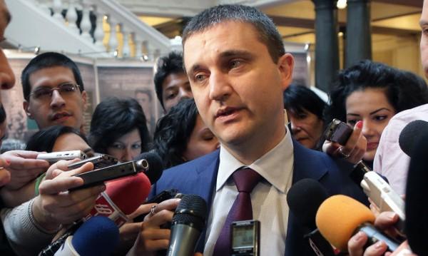 Горанов с нова идея: Ще прекроява заплатите на президента и премиера