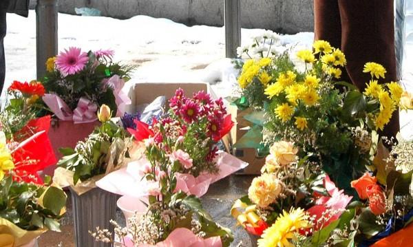 Данъчните хванаха нарушения при продажбата на цветя в София