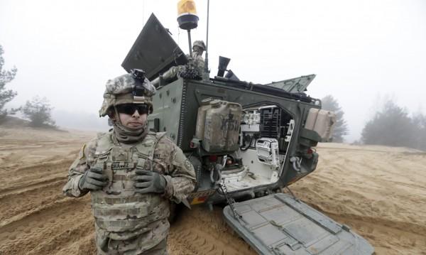 САЩ изпратиха танкове на балтийските републики