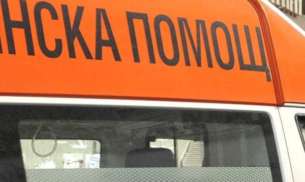 Кола и камион се сблъскаха край Вакарел