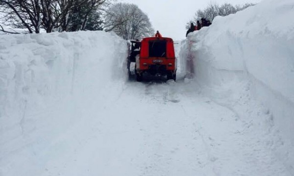 Пети ден снежен капан за 17 туристи край Юндола