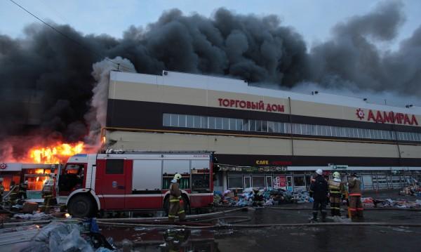 Пет са жертвите на огнения ад в мол в Казан