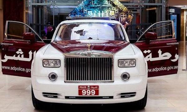 Полицай да си! Ама в патрулка в Абу Даби