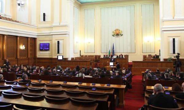 Депутатите ще бистрят пенсионните фондове до 30 април