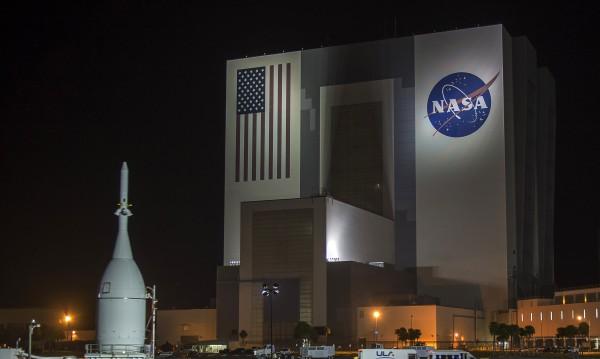 НАСА изстреля 4 спътника да изследват магнитното поле на Земята