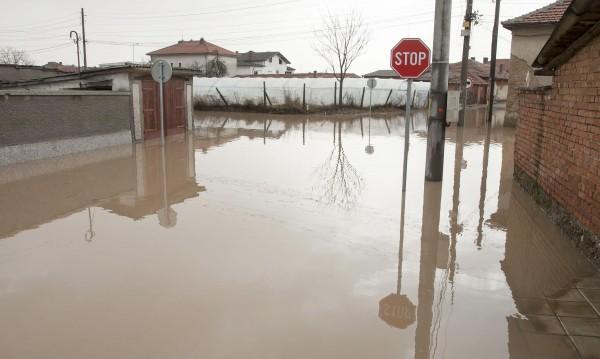 Бедствие в Мало Конаре, селото под вода