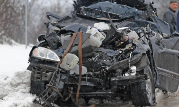 19-годишно момиче загина след челен удар на пътя