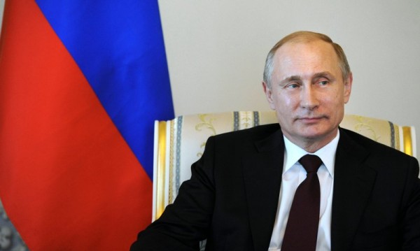 След 10 дни слухове: Путин най-сетне се появи