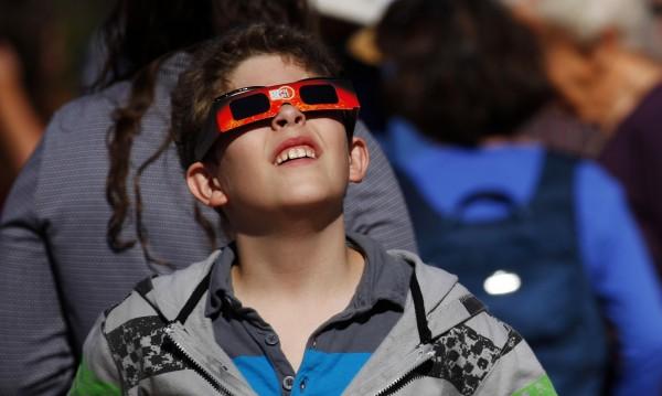 Гледаме първото слънчево затъмнение за 2015 в петък