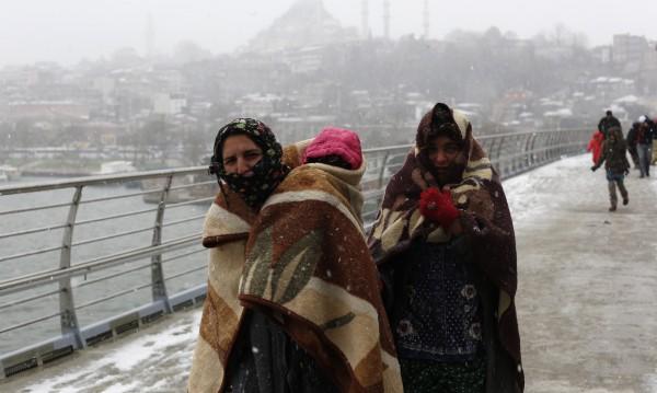 15 сирийски бежанци хванаха турските власти на границата с България