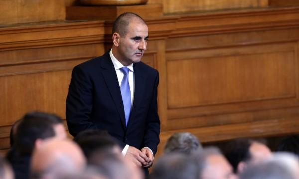 Цветанов брани президента: Стига с неуважението!