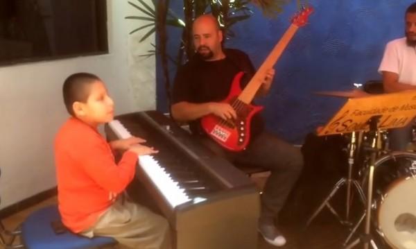 Сляпо дете пианист шашна Вашингтон