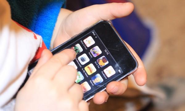 От страст към iPhonе – белина в сока на мама