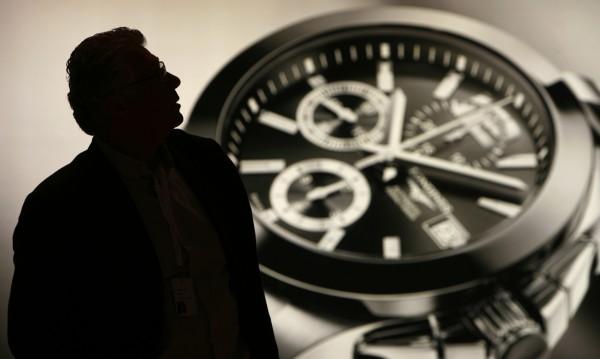 Ще надвият ли швейцарските часовници Apple Watch?