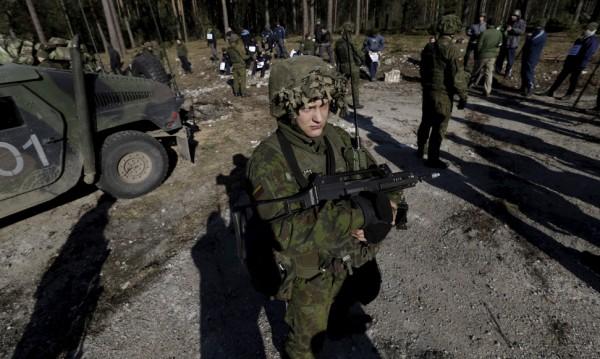 Литва връща временно задължителната военна служба