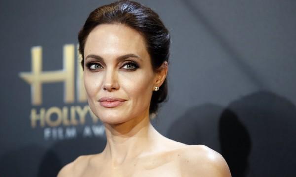 Анджелина Джоли отстрани и яйчниците си