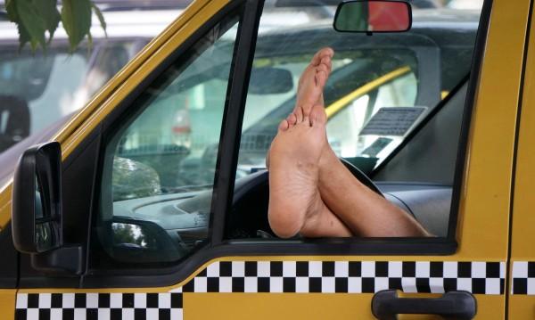 """Таксиджийска """"етика"""" – къс маршрут, двойни сметки"""