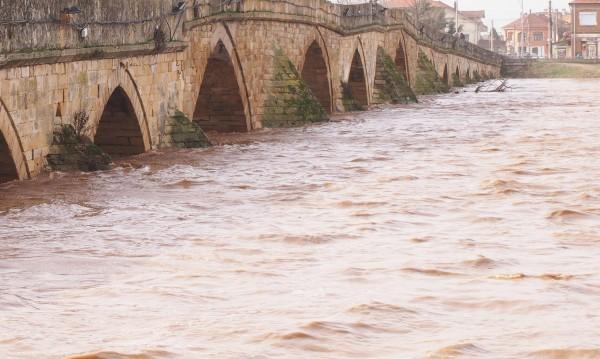 МОСВ: Речните нива остават над праговете за високи води