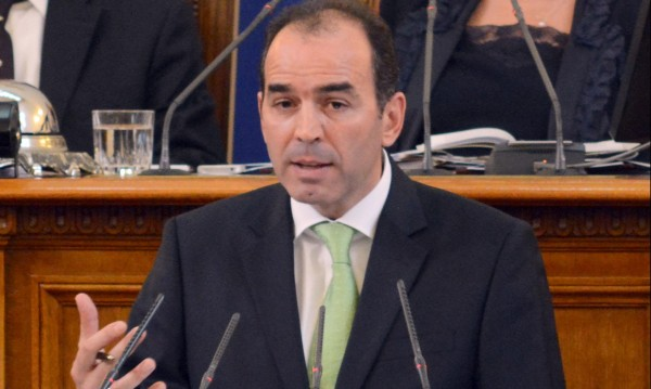 Искров не дава оставка, готов е да понесе отговорност за КТБ