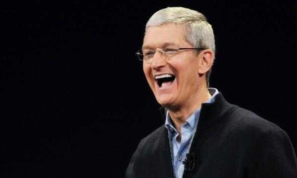 Шефът на Apple си дарява богатството – $785 млн.