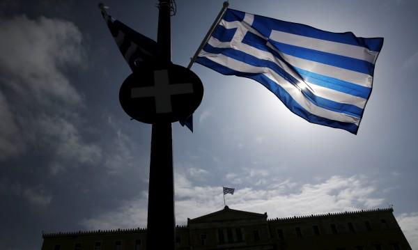 Гърция плаши да спре да обслужва дълга си