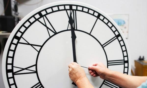 Преместихте ли часовника с един час напред?