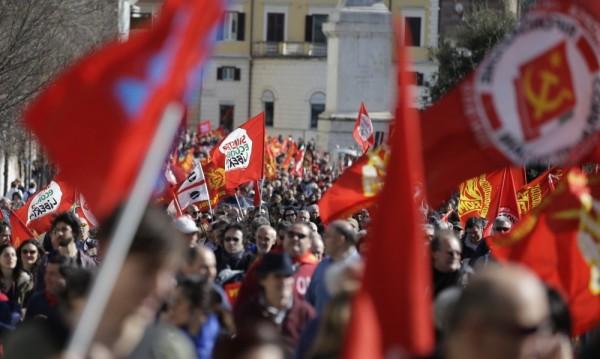Десетки хиляди протестираха в Рим срещу реформата в трудовия сектор