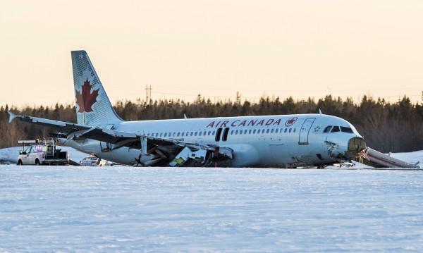 Самолетът в Халифакс се е влачил по корем 330 метра