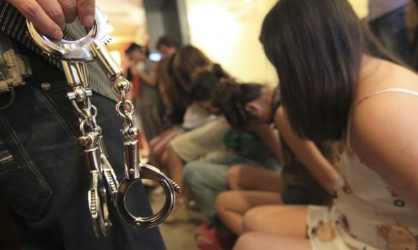 Сгащиха 9 жрици, въртели бизнес във Варна